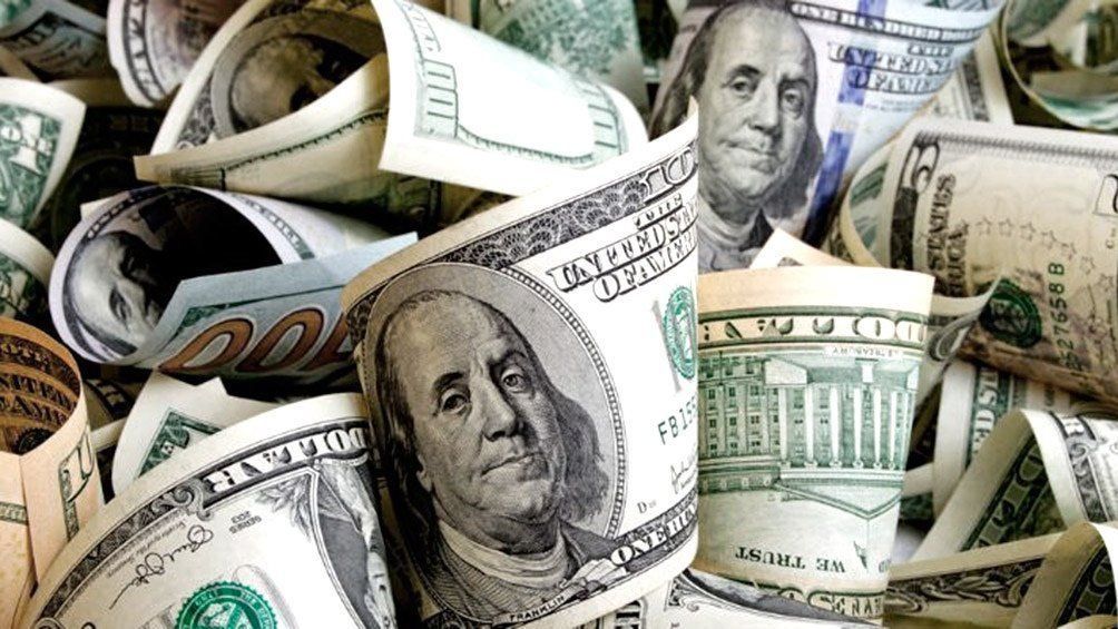 Dólar estadounidense, el gran fetiche de los argentinos estafados y desilusionados con la moneda propia.
