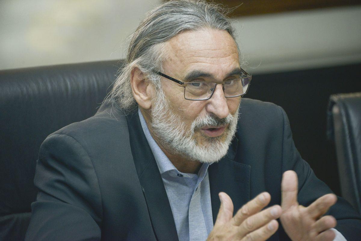 A diferencia del ex ministro Luis Basterra, Julián Domínguez busca colocarse en el centro de la escena, y afirman que la Mesa de Enlace ya lo percibe.